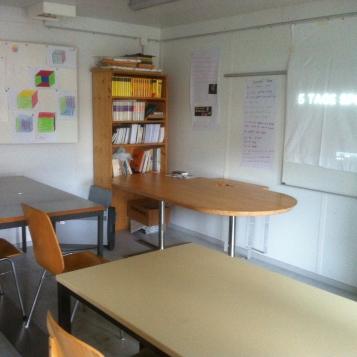 Das erste interne Schulzimmer / The first classroom