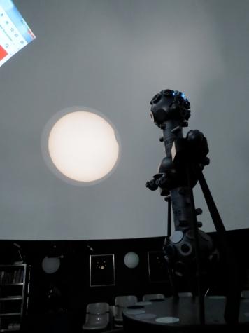 Der Anfang der Sonnenfinsternis / Start of the solar eclipse