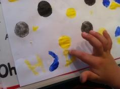 Nicht einfach, die Stempel in Spiegelschrift zu schnitzen! / Not easy to cut the potatoes in mirror script!