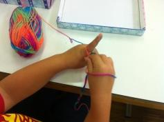 Fingerhäkeln: zuerst ganz schwierig, später ganz einfach / Crochet with the fingers: difficult at first, later on easy