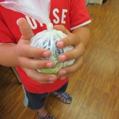 Kneten, kneten, kneten: Filzball / Kneading, kneading, kneading: felt ball