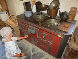 So hat man gekocht früher? / That's how they cooked back then?