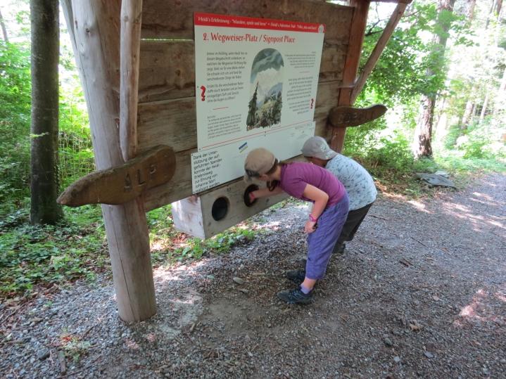 Unterwegs zu Peters Hütte: verschiedene Posten / Hiking to Peter's hut: various posts to do