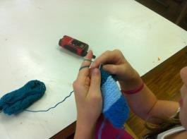 Schnüseli ist ein halber Strickprofi! / Honeybunny is almost a knit-professional!