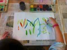 Im Creaviva mit speziellen Fingerpinseln / At the children's museum with special finger brushes
