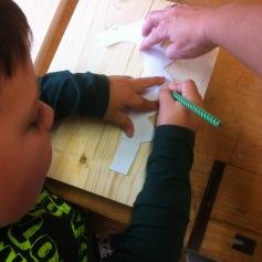 Zuerst zeichnen wir die Vorlage auf Holz / First we draw the template on wood