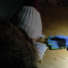 Schnüseli schreibt ihren Wunsch auf / Honeybunny writes down her wish