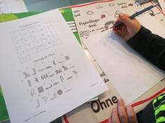 Hieroglyphen schreiben muss auch probiert sein / We also need to try out writing in hieroglyphs