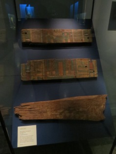 Teile eines Holzsargs / Parts of a wooden coffin