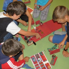 Selber einen Stromkreis herstellen / Creating an electrical circuit by themselves