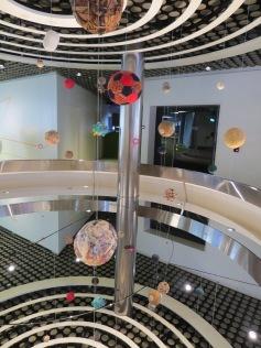 Fussballbälle von Kindern aller Welt / Balls from children all over the world