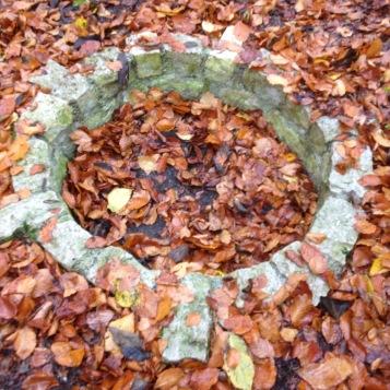 Überbleibsel eines alten keltischen Brunnens / Remains of an old Celtic well