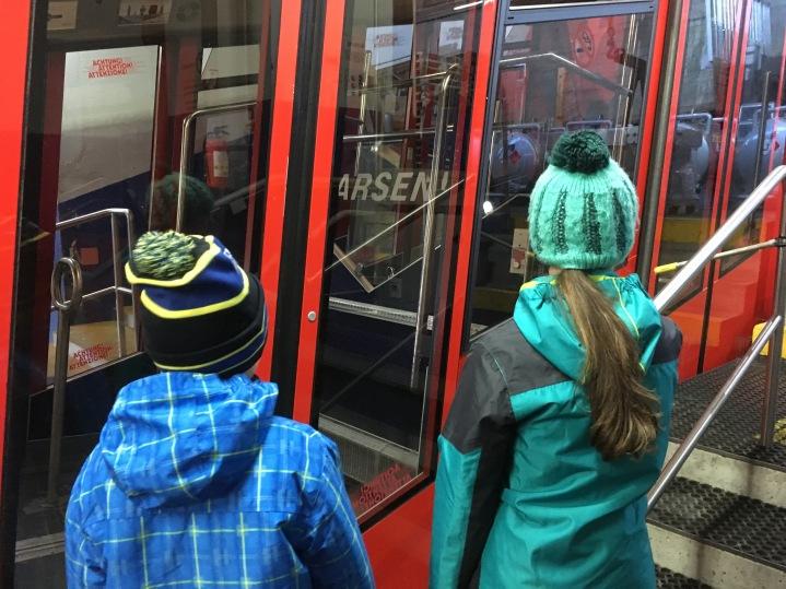 Auf die Bahn warten / Waiting for the mountain railway