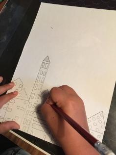 Zuerst zeichneten wir die Stadt mit Bleistift