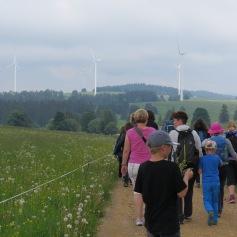 Wanderung in Richtung der anderen Windturbinen
