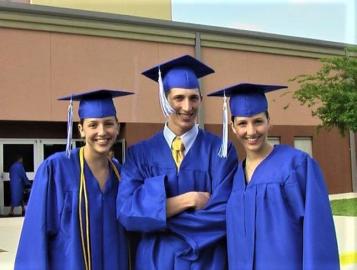 College Graduation ist einmal im Jahr, deshalb hatten alle drei gleichzeitig die Feier (2010)